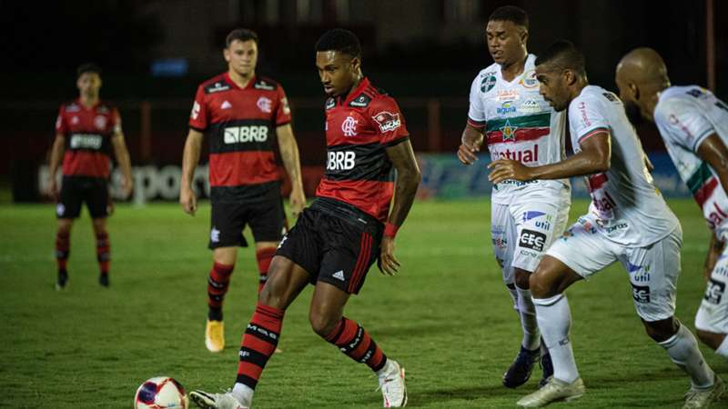 Flamengo jogou muito mal ontem, de novo. Escapou da derrota para a humilde Portuguesa