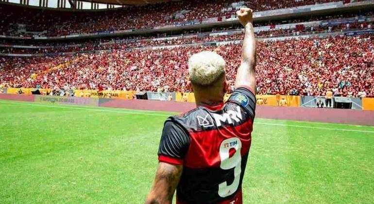Diretoria do Flamengo luta pela volta do público em Brasília. Sábado, na final do Carioca