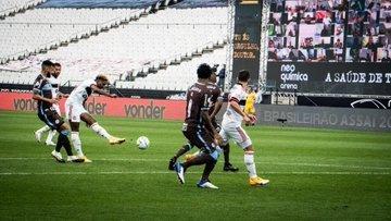 Flamengo fez o que quis com o escancarado Corinthians de Mancini