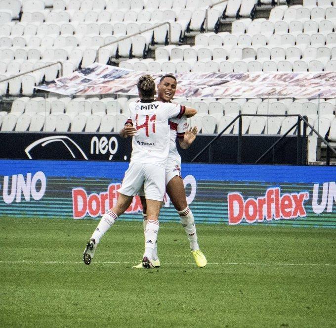 Natan comemora o gol que contou com falha de Cássio. Flamengo se impõe em Itaquera