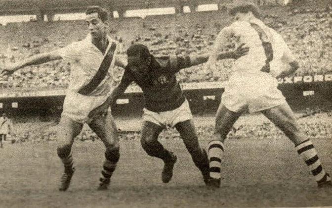 Flamengo 2 x 1 Vasco, em 17 de outubro de 1954, em partida pelo Campeonato Carioca - público de 162.506