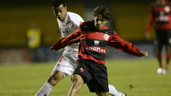 2004 - No segundo semestre daquele ano, o clube lançou uma nova camisa, novamente com a manga de uma cor - dessa vez, em vermelho. Outra mudança foi a volta do 'CRF' no lugar do escudo tradicional