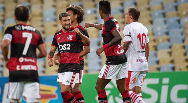 Na vitória sobre o Bangu, Flamengo não deixou seus jogadores isolados 48 horas