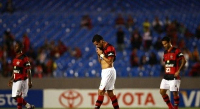 Time do Flamengo desolado após eliminação para o América do México, na Libertadores