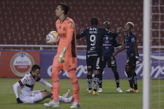 A humilhante derrota no Equador só reforçou a pressão pela volta da torcida
