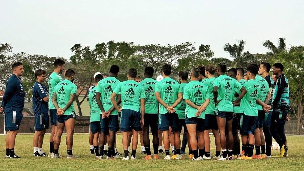 Flamengo talvez tenha de mandar jogadores da base para o Equador