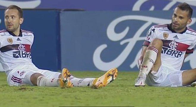 Ao final da partida, os jogadores do Flamengo estavam esgotados. Missão cumprida