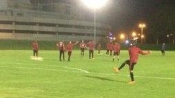 Diego treina na Colômbia e pode reforçar o Flamengo contra Santa Fe ()