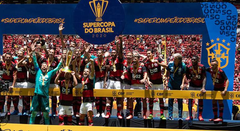 Flamengo comemora a conquista da Supercopa do Brasil em 2020. Mané Garrincha estava lotado