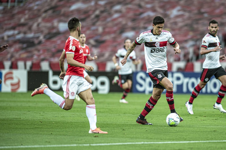 Pedro teve atuação impressionante. Cada vez  mais se firma no Flamengo