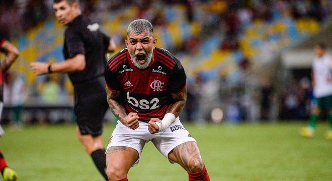 O Flamengo luta para manter patrocinador master. Precisa da volta  do futebol