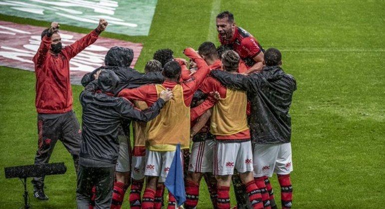 Flamengo goleou mais uma vez. Ganha força, entrosamento e confiança no grupo