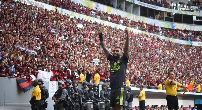 Flamengo goleou o Avaí em Brasília. Jogo deveria ter sido em Santa Catarina