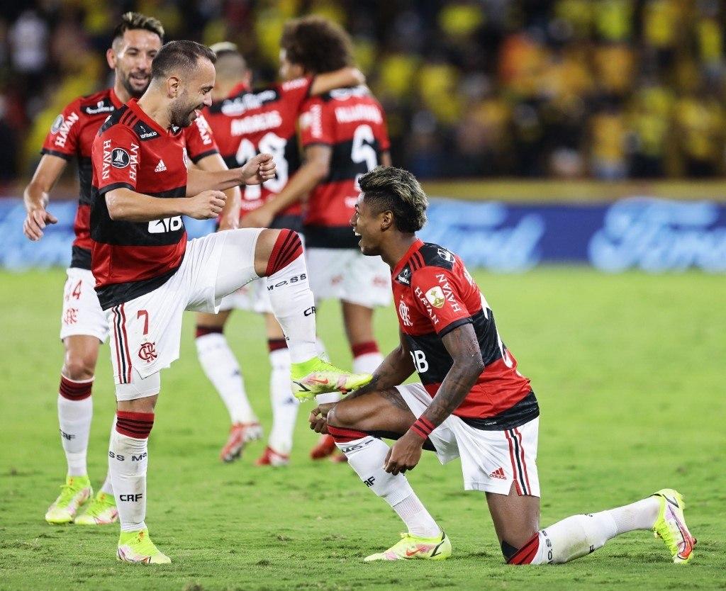 Bruno Henrique, marcou dois gols. Mas em assistências fantásticas de Everton Ribeiro