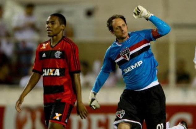 Flamengo - 3 gols: hoje técnico do Rubro-Negro, Ceni marcou três vezes contra o clube. Foram dois gols de pênalti e um de falta.