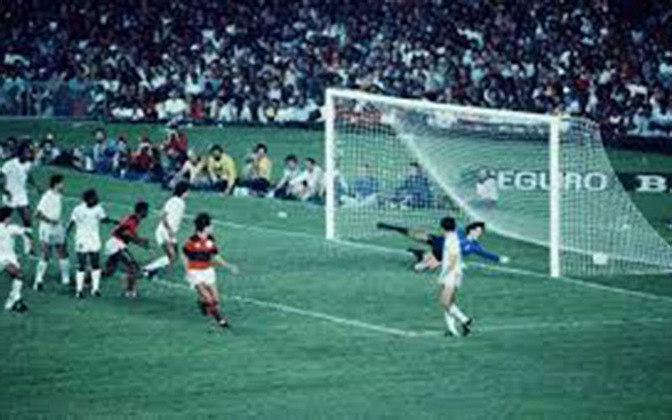 Flamengo 3 x 0 Santos, em 29 de maio de 1983, em jogo do Campeonato Brasileiro - público de 155.523
