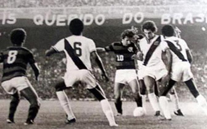 Flamengo 3 x 1 Vasco, em 4 de abril de 1976, em jogo válido pelo Campeonato Carioca - público de 174.770