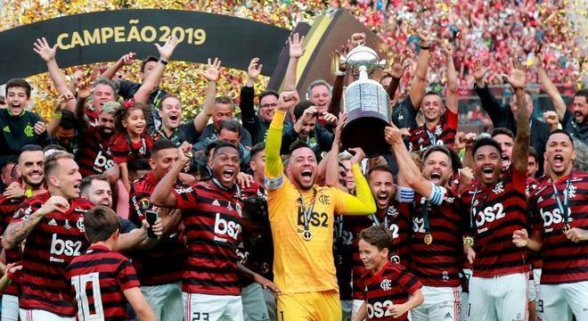O futebol vitorioso fez o clube faturar quase um bilhão de reais. Recorde no país