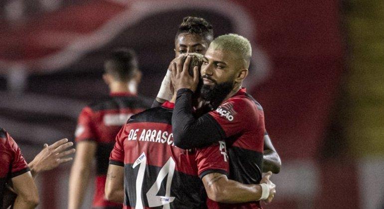 Flamengo fez o que quis com o Bangu. Mas mostrou que está melhor do que no Brasileiro