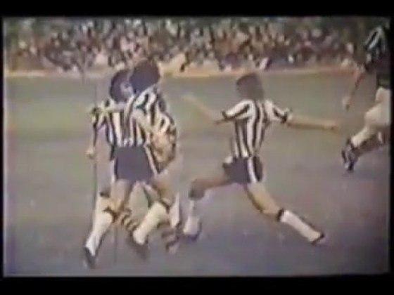 Flamengo 4x0 Botafogo - 20/7/1975 - Gols de Zico (3) e Luisinho