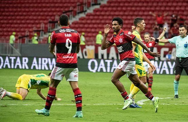Flamengo 4x1 Defensa y Justicia (ARG) - Volta das oitavas de final da Libertadores, no Mané Garrincha:  Rodrigo Caio, Arrascaeta e Vitinho, duas vezes, garantiram a classificação