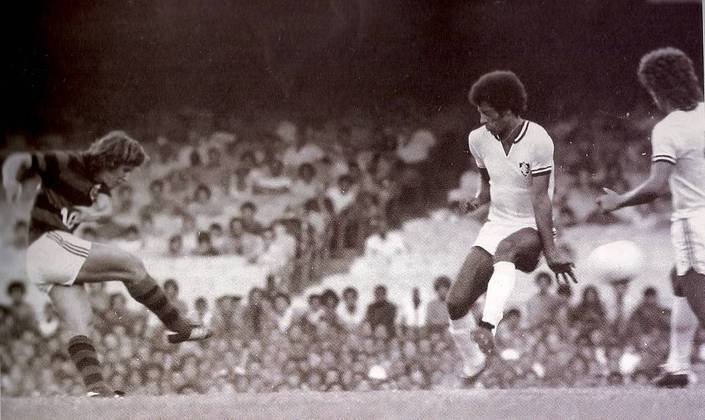 Flamengo 4x1 Fluminense - 7/3/1976 - Gols de Zico (4)