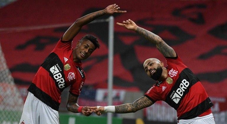 Em noite inspirada, Fla atropela o ABC e praticamente garante a classificação na Copa do Brasil