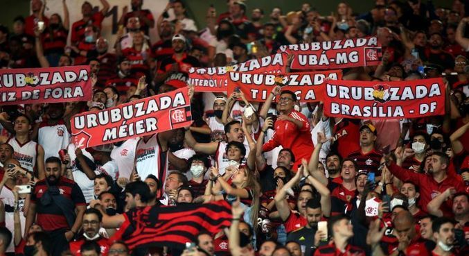 Torcedores foram ao Maracanã, nesta quarta-feira, assistir Flamengo x Barcelona