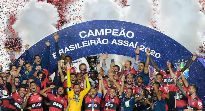 Diego Alves, Diego Ribas e Everton Ribeiro ergueram troféu no Morumbi