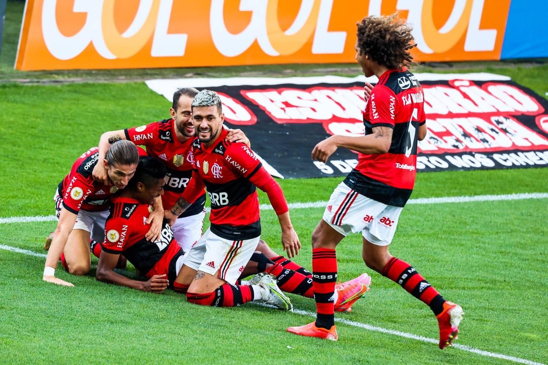 Time comemora o gol de Bruno Henrique. Se o Flamengo forçasse faria muitos outros gols