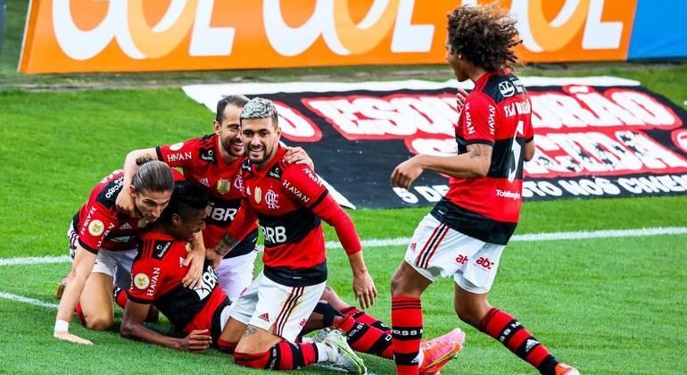Flamengo dá mais um show e vence o Corinthians pelo Campeonato Brasileiro