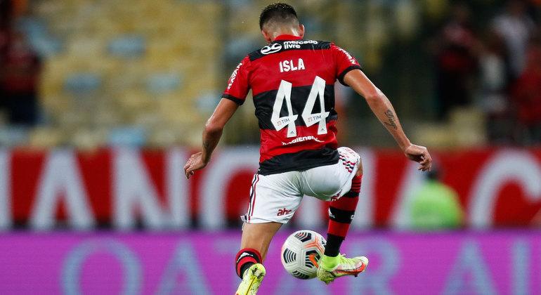 Contestado, Isla passa por momento difícil no Flamengo e até fez desabafo nas redes sociais