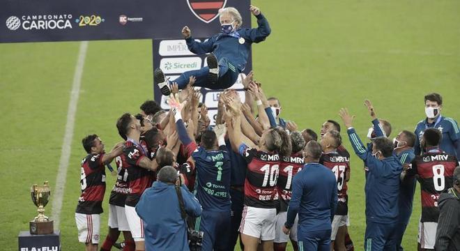 Jogadores do Flamengo vangloriam Jorge Jesus após título carioca