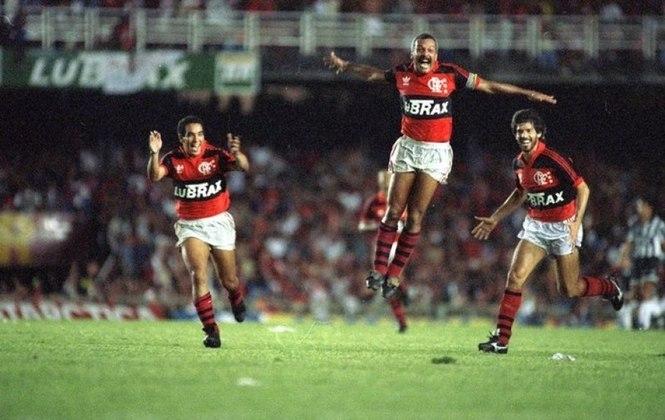 Flamengo - No segundo ano da Copa do Brasil, o rubro-negro conquistou seu primeiro título da competição de maneira invicta, em 1990, sobre o Goiás, na final (6 vitórias e 4 empates)