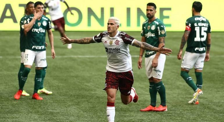 Pedro selou a virada do Flamengo no segundo tempo