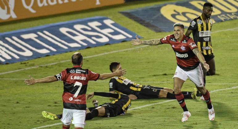 Pedro marcou os três gols do Flamengo. Mas o melhor em campo foi Michael