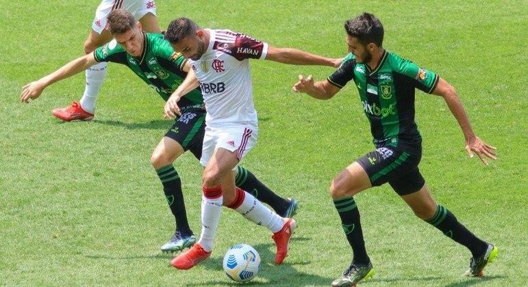 Equipes marcaram os gols do empate após os 40 minutos do segundo tempo