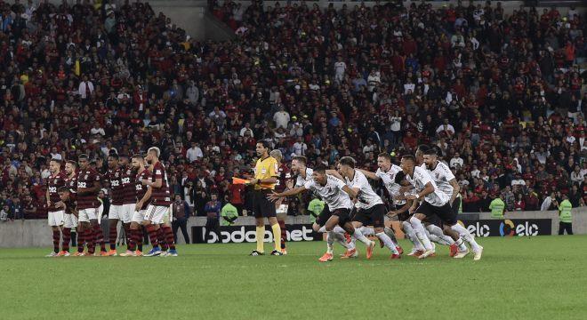 Athletico foi eficiente nos pênaltis, enquanto Flamengo perdeu três cobranças
