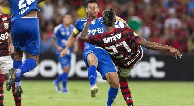 Bruno Henrique fez os dois gols da virada flamenguista sobre o Cruzeiro, no RJ