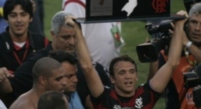 Adriano e Petkovic, símbolos do título