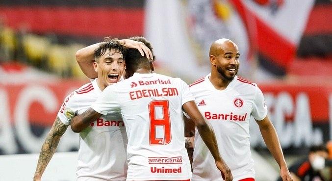 Yuri Alberto marcou três dos quatro gols do Internacional contra o Flamengo
