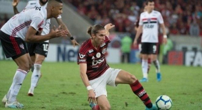 Filipe Luís entrou muito tarde. Erro do Flamengo