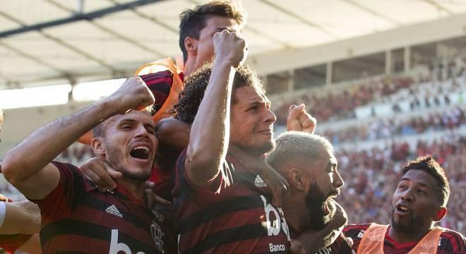Arão marcou um dos gols do título para o Flamengo
