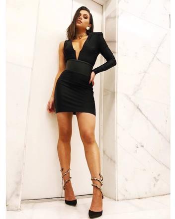 O vestido escolhido por Flavia para comemorar os 20 anos do ex-namorado, o funkeiro Kevinho, era simplesmente arrebatador
