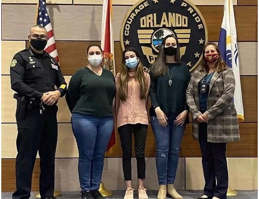 Flaviane foi homenageada também pelos policiais de Orlando