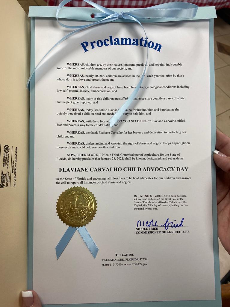 Diploma da proclamação recebido por Flaviane nesta quinta (28) em Orlando
