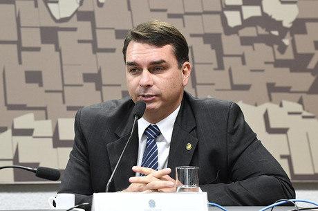 Bolsonaro defende o filho, Flávio (foto)