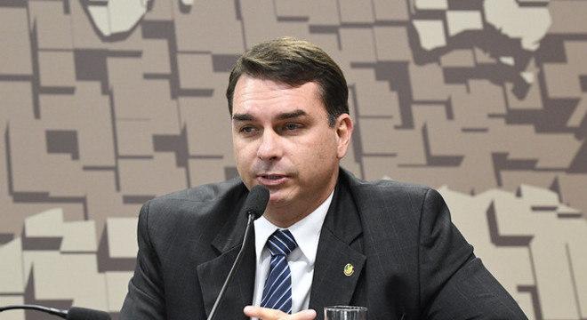 Investigação contra Flávio Bolsonaro foi suspensa