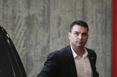 Flavio protocolou o primeiro projeto como senador