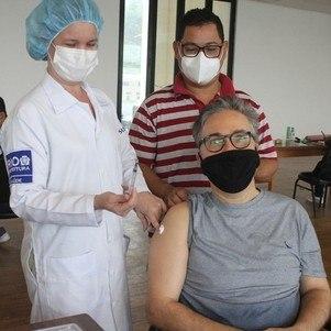 Ator recebeu a 1ª dose da vacina